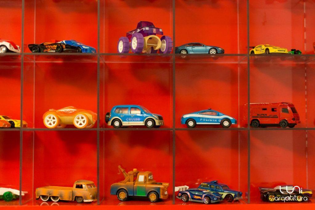 display para miniatura de carros quarto infantil