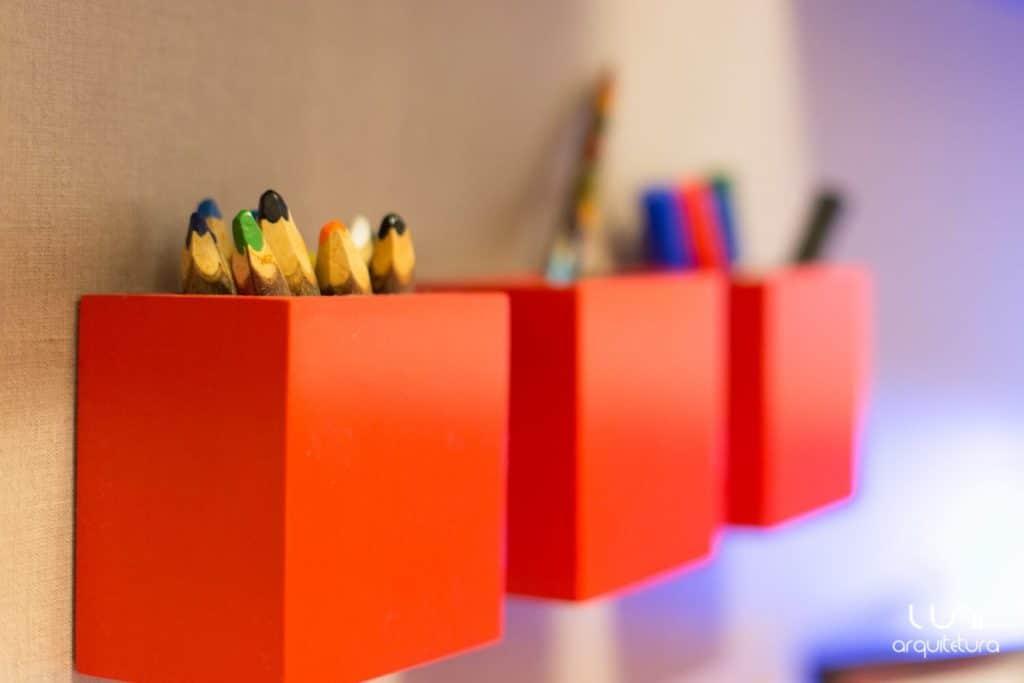 porta lapis vermelho para quarto de crianca